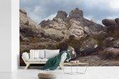 Fotobehang vinyl - Stenen op de bergen van het Nationaal park Andringitra breedte 420 cm x hoogte 280 cm - Foto print op behang (in 7 formaten beschikbaar)