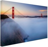 Golden Gate Bridge in de mist Canvas 80x60 cm - Foto print op Canvas schilderij (Wanddecoratie woonkamer / slaapkamer) / Steden Canvas Schilderijen