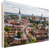Het Stadshart van Tallinn vanaf een heuvel in Estland Vurenhout met planken 30x20 cm - klein - Foto print op Hout (Wanddecoratie)