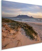 Strand en de zee met op de achtergrond de Tafelberg Plexiglas 90x90 cm - Foto print op Glas (Plexiglas wanddecoratie)