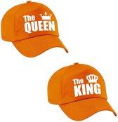 The King en The Queen petten / caps oranje met witte letters en kroon voor volwassenen - Koningsdag - bruiloft - cadeaupetten / feestpetten voor koppels