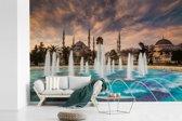 Fotobehang vinyl - Fontein voor de blauwe moskee in Istanbul Turkije breedte 390 cm x hoogte 260 cm - Foto print op behang (in 7 formaten beschikbaar)