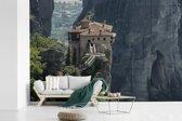 Fotobehang vinyl - Heldere dag bij de Meteora kloosters in Griekenland breedte 360 cm x hoogte 240 cm - Foto print op behang (in 7 formaten beschikbaar)