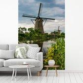 Fotobehang vinyl - Landschap bij de Molens van Kinderdijk in het Europese Nederland breedte 175 cm x hoogte 260 cm - Foto print op behang (in 7 formaten beschikbaar)