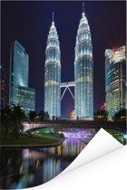 De Petronas Towers prachtig verlicht in de nacht Poster 40x60 cm - Foto print op Poster (wanddecoratie woonkamer / slaapkamer)