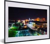 Foto in lijst - Downtown van Baton Rouge in de Verenigde Staten tijdens de nacht fotolijst zwart met witte passe-partout klein 40x30 cm - Poster in lijst (Wanddecoratie woonkamer / slaapkamer)