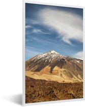 Foto in lijst - Besneeuwde Teide-vulkaan in het Nationaal park Teide op Tenerife fotolijst wit 40x60 cm - Poster in lijst (Wanddecoratie woonkamer / slaapkamer)