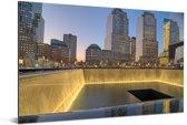 Schemering bij het September 11 Memorial in New York Aluminium 90x60 cm - Foto print op Aluminium (metaal wanddecoratie)