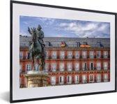Foto in lijst - De Plaza Mayor van Madrid in het Europese Spanje fotolijst zwart met witte passe-partout klein 40x30 cm - Poster in lijst (Wanddecoratie woonkamer / slaapkamer)