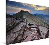Rotsen in het berglandschap van het Nationaal park Brecon Beacons Canvas 90x60 cm - Foto print op Canvas schilderij (Wanddecoratie woonkamer / slaapkamer)
