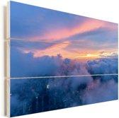 Kleurrijke lucht boven een wolkenbed Vurenhout met planken 90x60 cm - Foto print op Hout (Wanddecoratie)