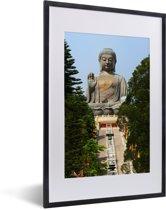 Foto in lijst - De trap die naar de Tian Tan Boeddha loopt fotolijst zwart met witte passe-partout 40x60 cm - Poster in lijst (Wanddecoratie woonkamer / slaapkamer)