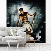 Fotobehang vinyl - Een man zonder shirt in een fabriek breedte 365 cm x hoogte 400 cm - Foto print op behang (in 7 formaten beschikbaar)