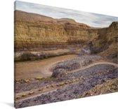 Zandpaden tussen de bergen in de Makhtesh Ramon Canvas 140x90 cm - Foto print op Canvas schilderij (Wanddecoratie woonkamer / slaapkamer)