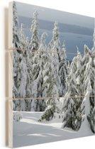 Uitzicht met besneeuwde bomen bij Grouse Mountain in Canada Vurenhout met planken 60x90 cm - Foto print op Hout (Wanddecoratie)