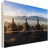 De zon komt op achter de Borobudur tempel in het Indonesische Yogyakarta Vurenhout met planken 90x60 cm - Foto print op Hout (Wanddecoratie)