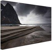 Donkere lucht boven strand Canvas 120x80 cm - Foto print op Canvas schilderij (Wanddecoratie woonkamer / slaapkamer) / Zee en Strand