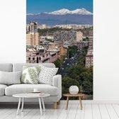 Fotobehang vinyl - Stadsgezicht van Jerevan in Armenië met de Ararat breedte 180 cm x hoogte 270 cm - Foto print op behang (in 7 formaten beschikbaar)