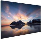 FotoCadeau.nl - Zonsopkomst achter eiland Glas 120x80 cm - Foto print op Glas (Plexiglas wanddecoratie)