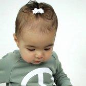 Setje van twee witte baby haarspeldjes met strik