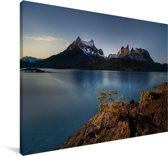 Het Pehoe meer met uitzicht op een geweldig berglandschap in Patagonië Canvas 180x120 cm - Foto print op Canvas schilderij (Wanddecoratie woonkamer / slaapkamer) XXL / Groot formaat!