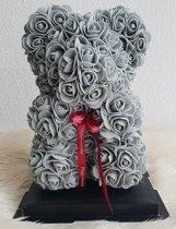 Love teddy beer van grijze kunst rozen 25cm met cadeau doos. Moederdag / cadeau / cadeaudoos / giftbox / kunstrozen / liefde