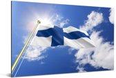 Vlag van Finland op een zonnige dag Aluminium 180x120 cm - Foto print op Aluminium (metaal wanddecoratie) XXL / Groot formaat!
