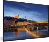 Foto in lijst - Verlichting van de brug in de Franse stad Lyon fotolijst zwart 60x40 cm - Poster in lijst (Wanddecoratie woonkamer / slaapkamer)