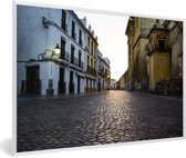Foto in lijst - Het oude centrum van het Spaanse Córdoba in Andalusië fotolijst wit 60x40 cm - Poster in lijst (Wanddecoratie woonkamer / slaapkamer)