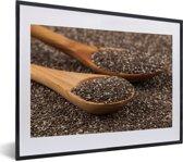 Foto in lijst - Ouderwetse houten lepel vol met chiazaad fotolijst zwart met witte passe-partout klein 40x30 cm - Poster in lijst (Wanddecoratie woonkamer / slaapkamer)