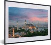 Foto in lijst - Schemering in Istanbul fotolijst zwart met witte passe-partout klein 40x30 cm - Poster in lijst (Wanddecoratie woonkamer / slaapkamer)