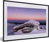 Foto in lijst - Zonsondergang bij het Nationaal park Cairngorms in Schotland fotolijst zwart met witte passe-partout 60x40 cm - Poster in lijst (Wanddecoratie woonkamer / slaapkamer)