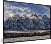 Foto in lijst - De besneeuwde bergketen van het Terongebergte in de Verenigde Staten fotolijst zwart 60x40 cm - Poster in lijst (Wanddecoratie woonkamer / slaapkamer)