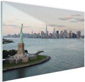 Vrijheidsbeeld met Skyline Glas 90x60 cm - Foto print op Glas (Plexiglas wanddecoratie)