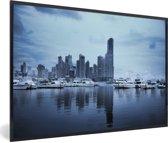 Foto in lijst - Skyline met blauwe tinten in Panama Stad fotolijst zwart 60x40 cm - Poster in lijst (Wanddecoratie woonkamer / slaapkamer)