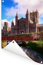 Rivier die langs de St David Kathedraal in Wales Tuinposter 60x90 cm - Tuindoek / Buitencanvas / Schilderijen voor buiten (tuin decoratie)