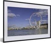 Foto in lijst - De London Eye op een lentedag in Engeland fotolijst zwart met witte passe-partout 60x40 cm - Poster in lijst (Wanddecoratie woonkamer / slaapkamer)