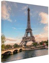 Eiffeltoren vanaf de Seine Canvas 80x120 cm - Foto print op Canvas schilderij (Wanddecoratie woonkamer / slaapkamer) / Steden Canvas Schilderijen