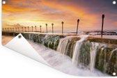 Oceaanbaden bij een kleurrijke zonsopgang boven Newcastle in Australië Tuinposter 60x40 cm - klein - Tuindoek / Buitencanvas / Schilderijen voor buiten (tuin decoratie)