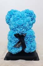 Love teddy beer van baby blauwe kunst rozen van 25cm inclusief geschenkdoos. Babyshower / cadeau / giftbox / gescenkdoos / liefde / baby / verkering / foam / kunstrozen.