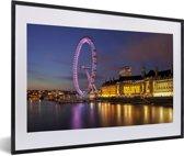 Foto in lijst - Rivier de Theems en de verlichtte London Eye fotolijst zwart met witte passe-partout 60x40 cm - Poster in lijst (Wanddecoratie woonkamer / slaapkamer)