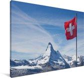 De Zwitserse vlag in de bergen Canvas 120x80 cm - Foto print op Canvas schilderij (Wanddecoratie woonkamer / slaapkamer)