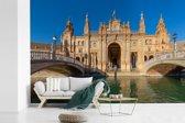 Fotobehang vinyl - Bruggen voor het Koninklijk Paleis van Sevilla in Spanje breedte 450 cm x hoogte 300 cm - Foto print op behang (in 7 formaten beschikbaar)