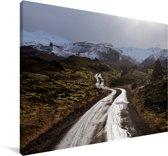 Weg door het lavaveld in Beserkjahraun in IJsland Canvas 140x90 cm - Foto print op Canvas schilderij (Wanddecoratie woonkamer / slaapkamer)