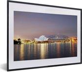 Foto in lijst - Sydney Opera House in de avond met een verlicht Sydney fotolijst zwart met witte passe-partout klein 40x30 cm - Poster in lijst (Wanddecoratie woonkamer / slaapkamer)