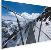 Een hangbrug met uitzicht op het besneeuwde landschap Plexiglas 60x40 cm - Foto print op Glas (Plexiglas wanddecoratie)
