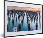 Foto in lijst - Princes Pier in Melbourne in Australië fotolijst zwart met witte passe-partout klein 40x30 cm - Poster in lijst (Wanddecoratie woonkamer / slaapkamer)