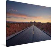 Een weg met een kleurrijke hemel Canvas 180x120 cm - Foto print op Canvas schilderij (Wanddecoratie woonkamer / slaapkamer) XXL / Groot formaat!
