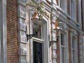 koperen lantaarn KARELS® Bilderdijk met groen gelakte gietijzeren muurarm type Heusden