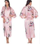 Lange roze badjas van satijn /kimono